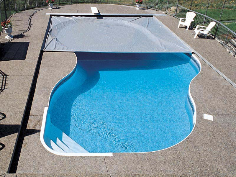 Pool cover automatic